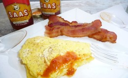 SAAS breakfast with Onion & Garlic sauce